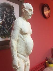 Eşimin atölyesindeki bir heykel bu. Bence Jacques Rainier'in ta kendisi.